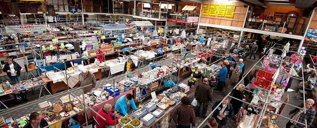 Large indoor market area
