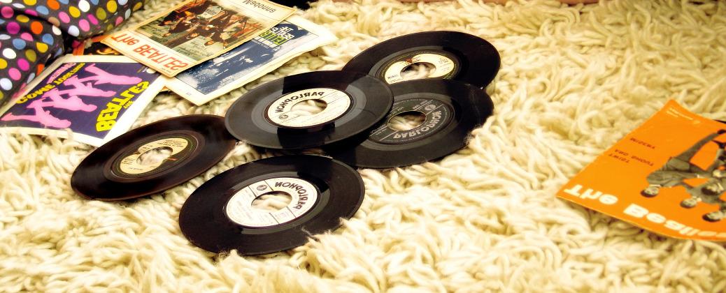 Zondagsmarkt 11maart met CD- en Platenbeurs